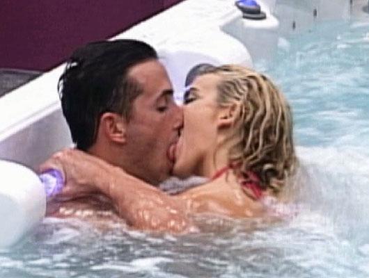 Besandose en el jacuzzi de un motel barato - 2 part 9